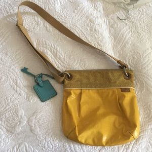 Women's yellow Fossil bag, no flaws